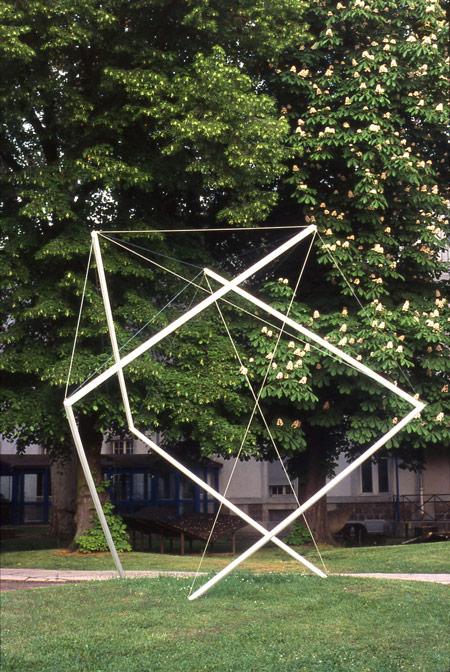Patrick FLEURY, Cube ( 2006) acier peint (340 x 340 x 340cm)