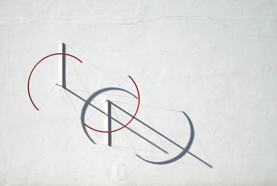 Patrick Fleury  Variations Baroques n°1 (2005) acier peint (250 x 250 x 100cm)