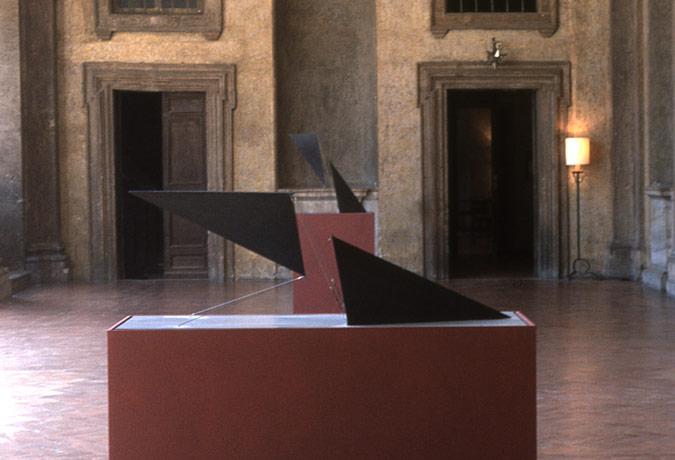 Patrick Fleury  Etrave 1  (1997) acier peint  (127 x 41 x 41cm)