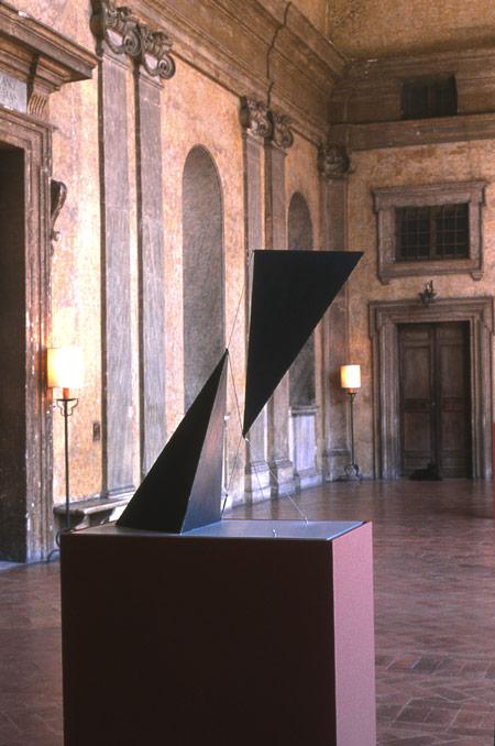Patrick Fleury  Vortex 1  (1998) acier peint  (75 x 40 x 77cm)