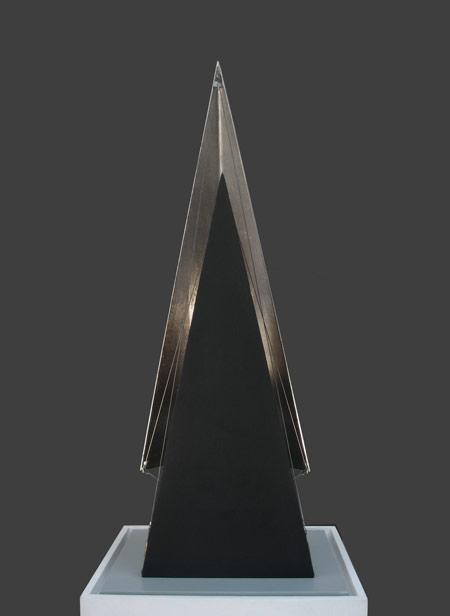 Patrick Fleury  Alpha 2  (1998) acier peint, feuille d'or (64 x 31 x 25cm)